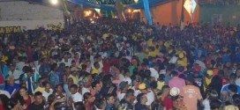 Uma multidão participa do 'Boi do Pé de Galinha' e da 'Boiada da Avenida' em Pindaré; veja as fotos