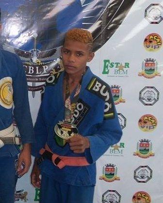 Com 15 anos, Matheus Mendonça já carrega o título de campeão mundial em sua categoria