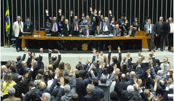 Câmara dos Deputados rejeita texto-base da redução da maioridade penal