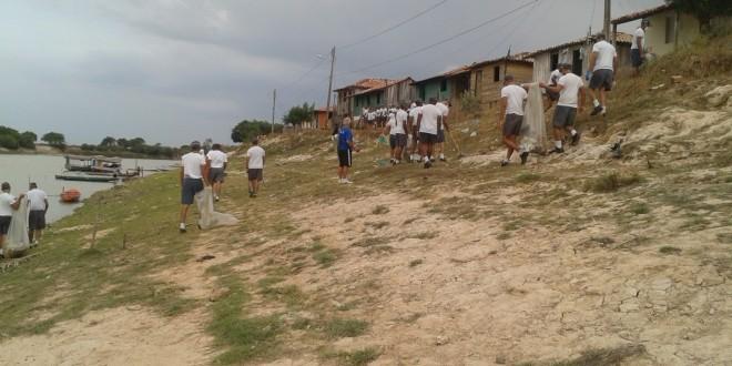 Mutirão de limpeza é realizado às margens do Rio Pindaré