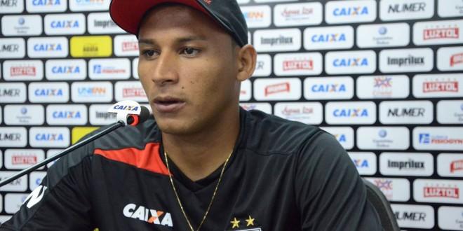 Não assinei nada com o Vasco, diz jogador pindareense Pedro Bambu