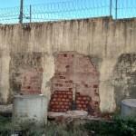 muro reconstruido pedrinhas
