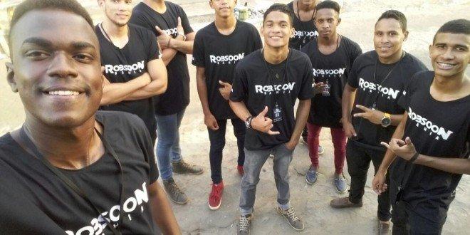 """Jovens se preparam para o lançamento do novo projeto do vocalista """"Robsoon Bahia"""", em Pindaré Mirim"""