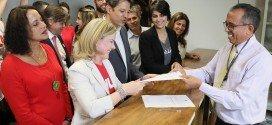 PT registra candidatura de Lula a presidente