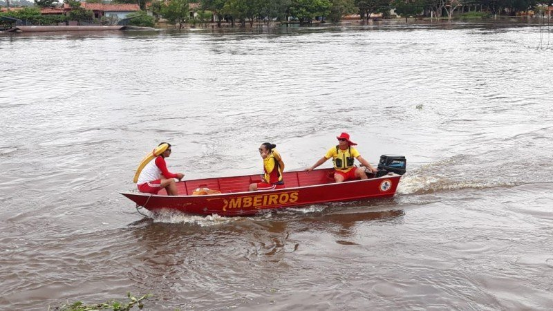 Equipe do Corpo de Bombeiros sob o comando da major Erica Lindoso no Rio Pindaré. Foto: William Junior/Portal Pindaré
