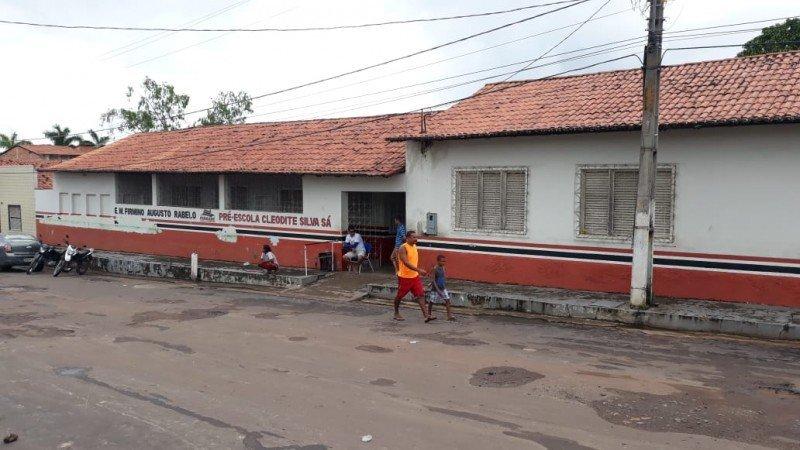 Escola que está recebendo as famílias. Foto: William Junior/Portal Pindaré
