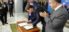 Bolsonaro sanciona lei que permite fazer pente-fino do INSS