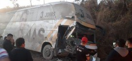 Acidente com ônibus do cantor Jonas Esticado fere 3 no Maranhão
