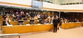 Assembleia aprova projeto que reduz imposto do gás de cozinha e isenta IPVA para taxistas e mototaxistas